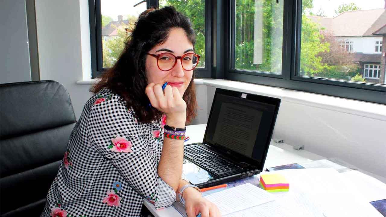 Salomé Medina Lorente, Salomé Medina Lorente y su literatura sobre «adolescentes tardíos»