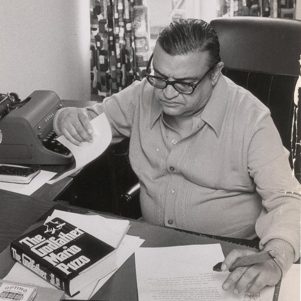 Mario Puzzo en su despacho.