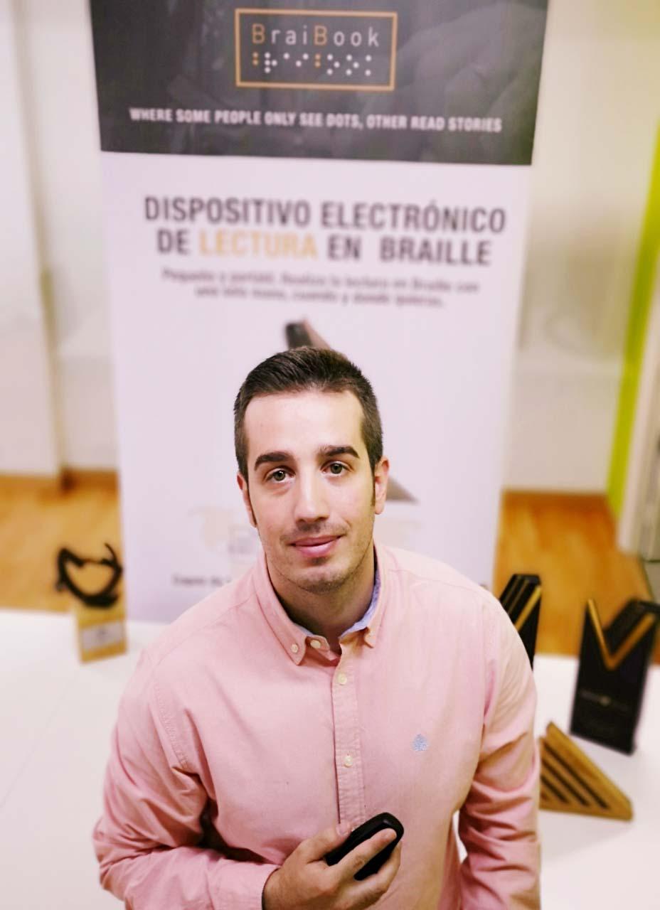BraiBook, Carlos Madolell ha creado BraiBook, el primer eReader para personas invidentes