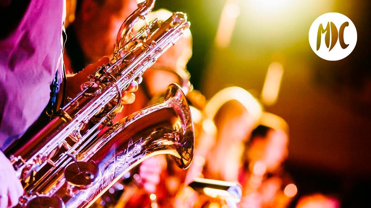 París, París con música en la calle es más París.