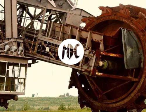 Monstruos de hierro que escuchan ópera