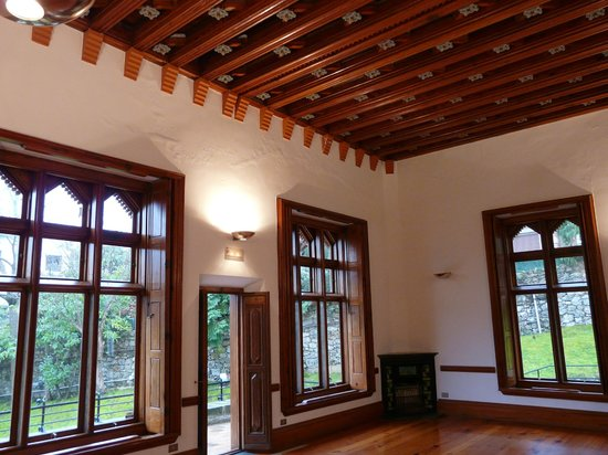 El capricho de Gaudí, El capricho de Gaudí, 720 metros cuadrados es poco para vivir