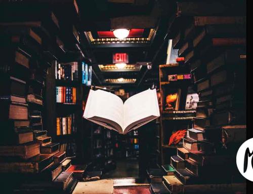 Mujer con libro al fondo. Una historia de amor por la cultura.
