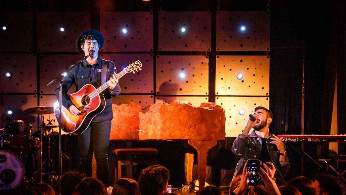 Alfred García y Rayden en un concierto en Valencia. Fotografía Roser Gamonal
