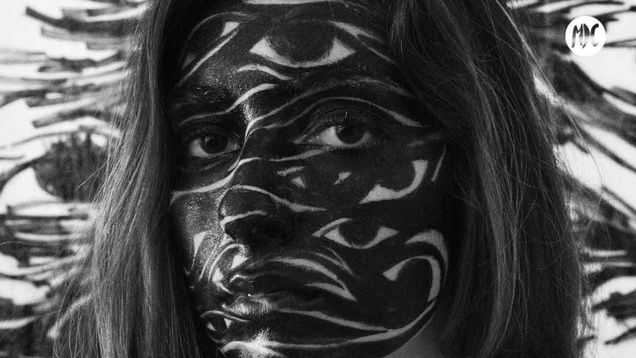 Autoretrato de Farah López: saturnocturno
