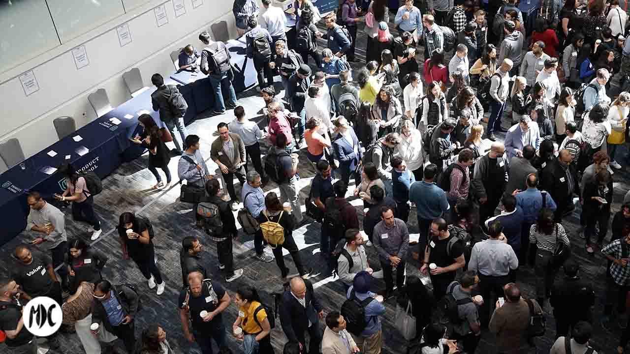 Gente reunida en un evento