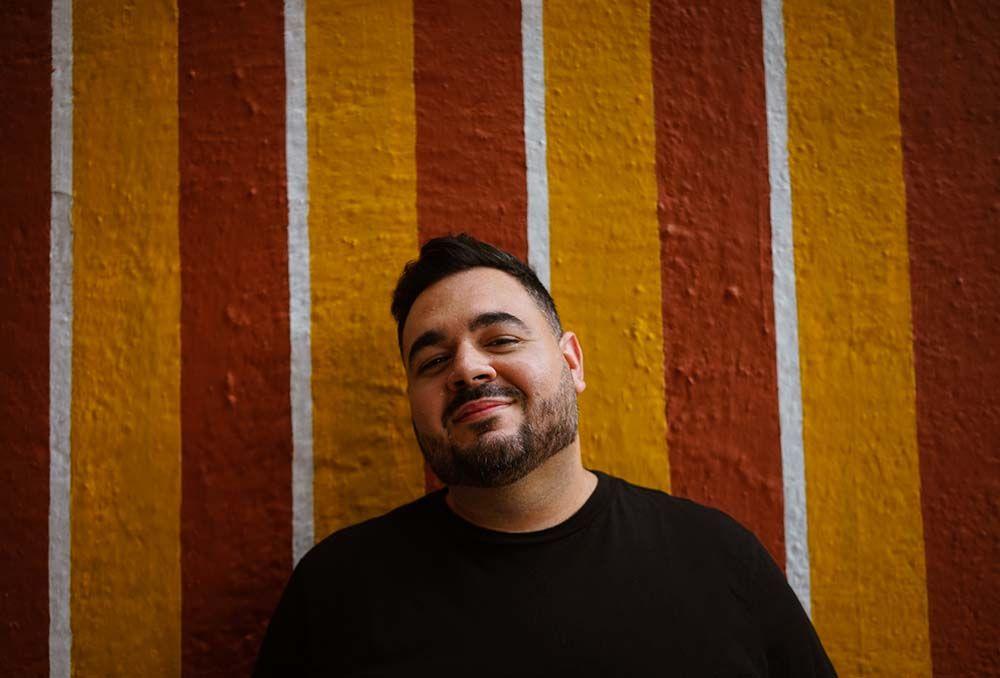 Daniel María, Daniel María, emoción, la risa y la fascinación en su nuevo libro «Un camerino propio»